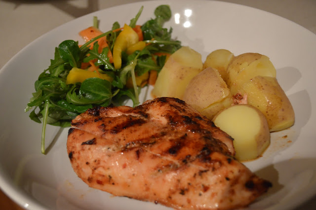 Spicy chicken with salad and potatoes