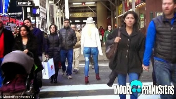 Photos Plus Video: Girl Walks Naked Around New York Hardly Noticed With No Pants Leah Jung