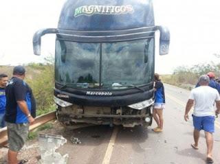 Ônibus da banda de Magníficos sofre acidente em rodovia do Maranhão