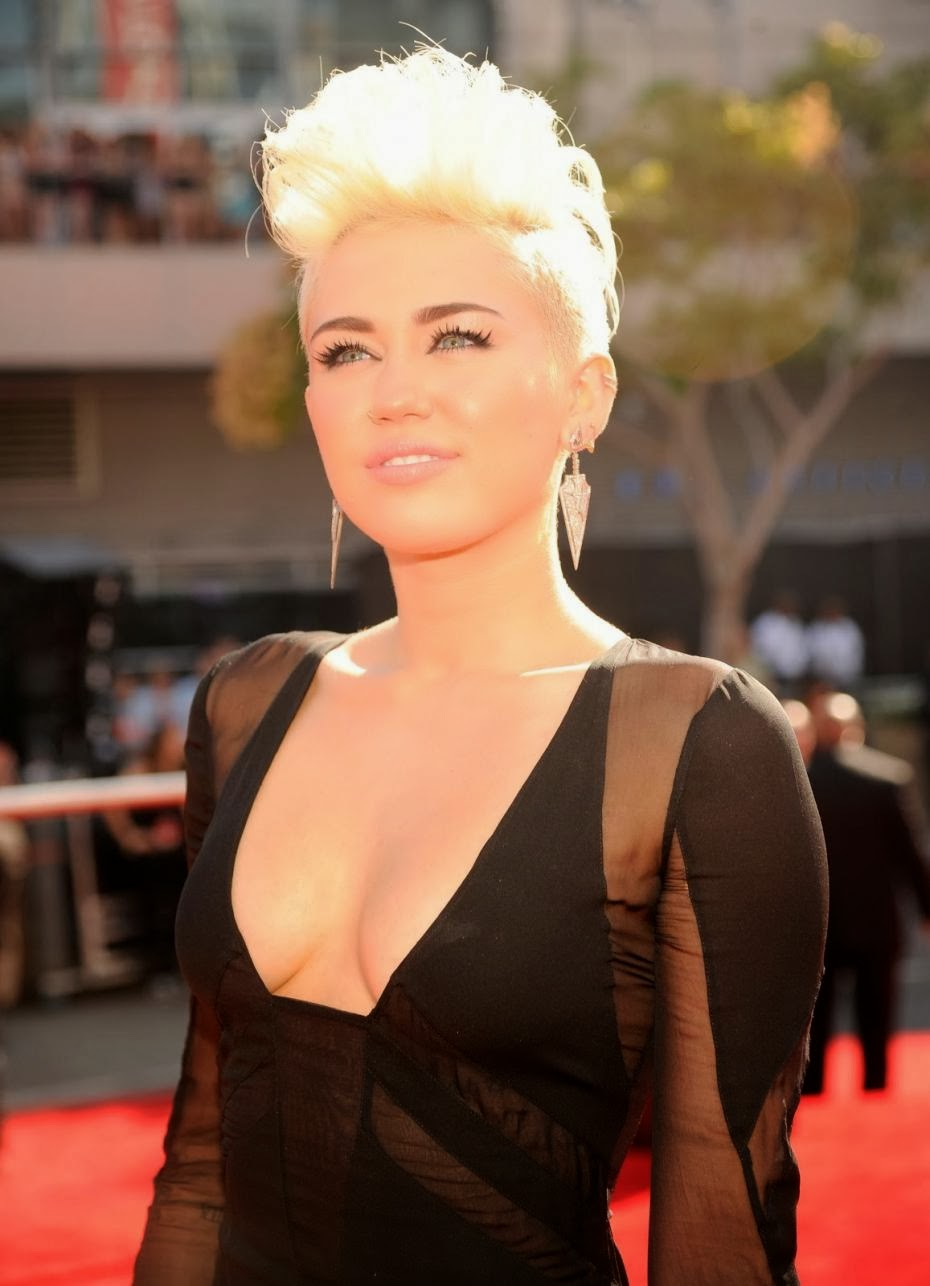 How long were miley cyrus and nick jonas dating 1