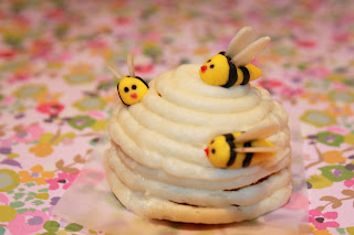 Mini honey and lemon beehive cake