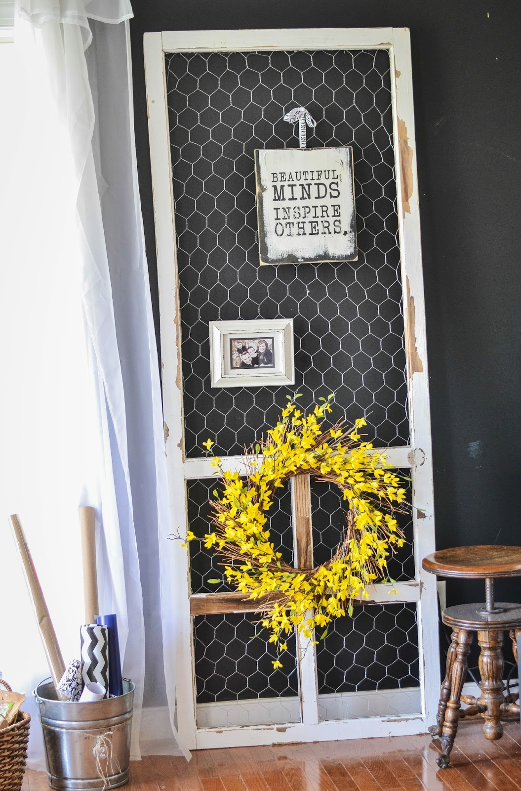 Down to Earth Style: Chicken Wire & Screen Door Display