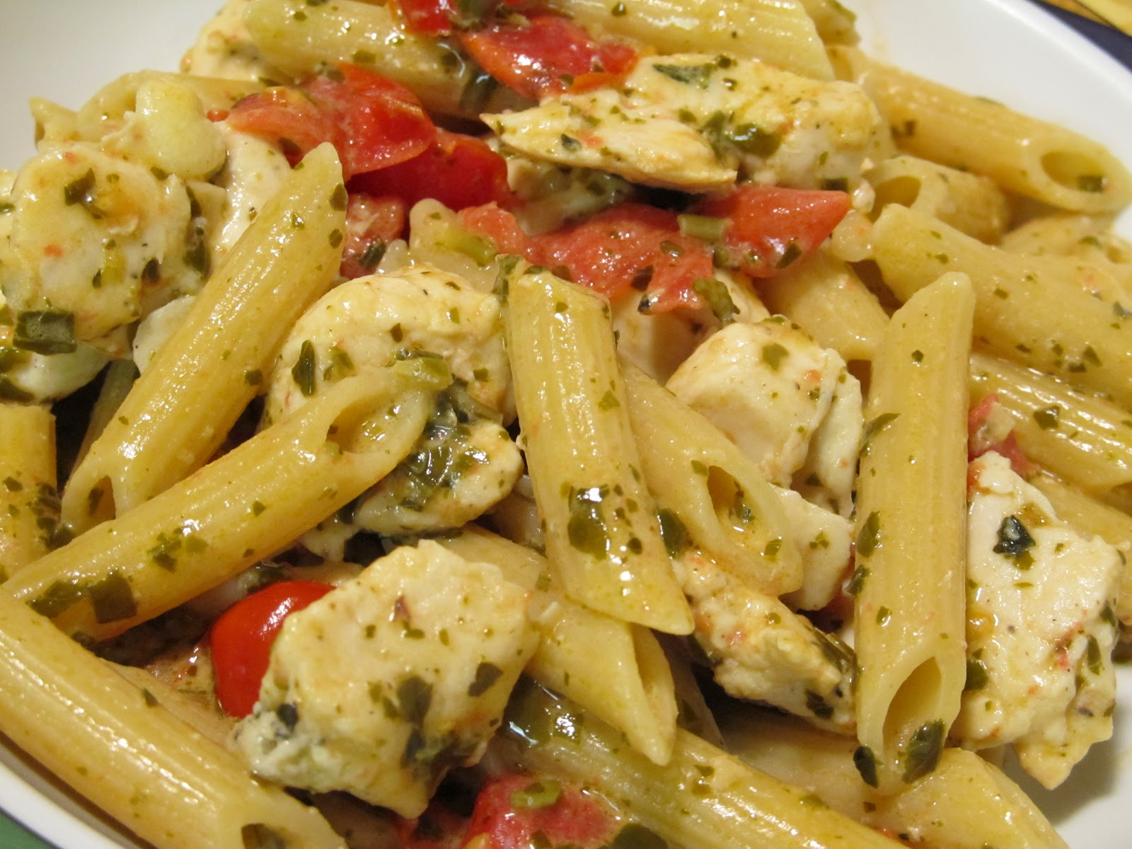 Jenn's Food Journey: Pasta in Pesto Cream with Chicken and Tomatoes
