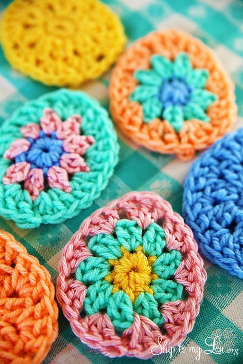 round Easter egg appliquE! Grab your scrap yarn and crochet an egg ...