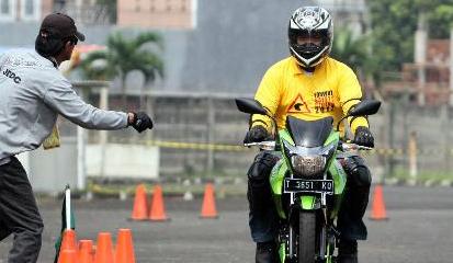 Tips dan Cara Mengerem Sepeda Motor Yang Benar