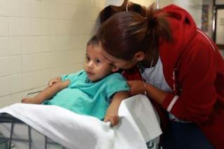 بالصور : معجزة طبية تنقذ طفلا مكسيكيا من ورم أكبر من حجمه