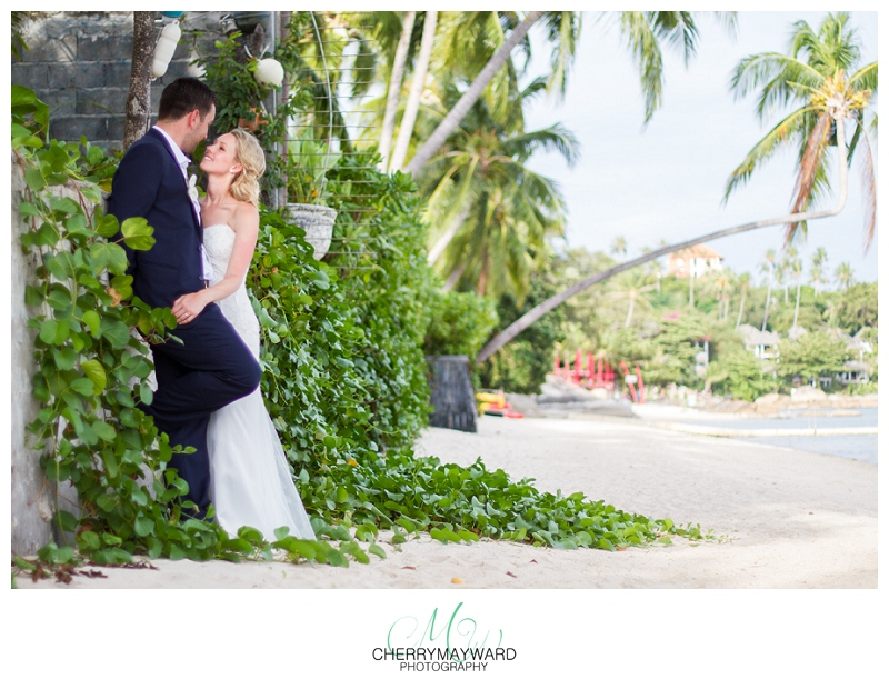 Beautiful beach photos with bride and groom, Koh Samui wedding photos, love