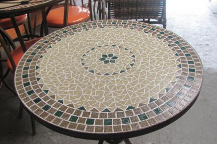 Alma y superficialidad mesa de mosaico para jard n cara for Mosaicos para jardin