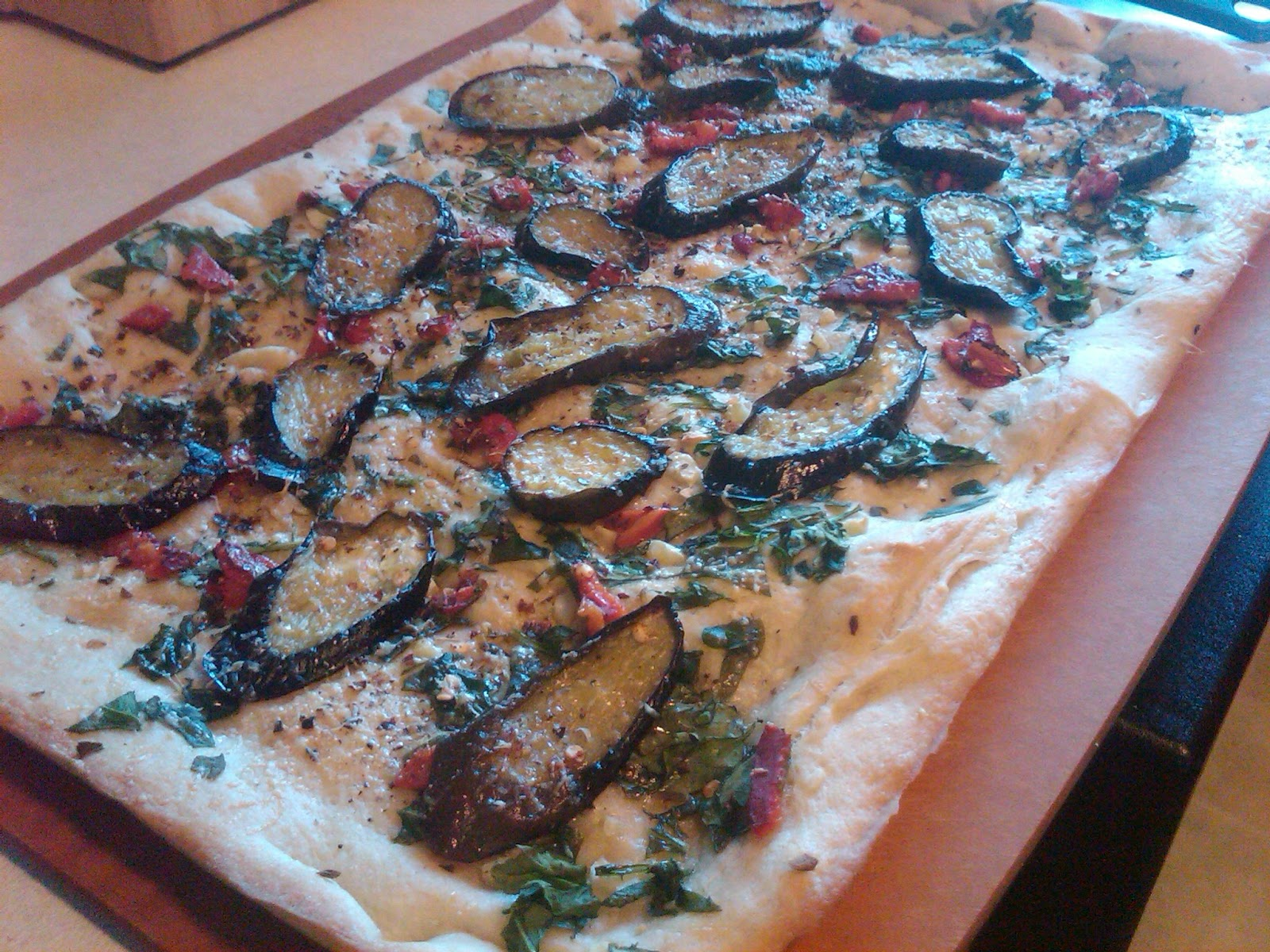 Legally Delicious: Eggplant, Spinach, and Roasted Red Pepper Pizza
