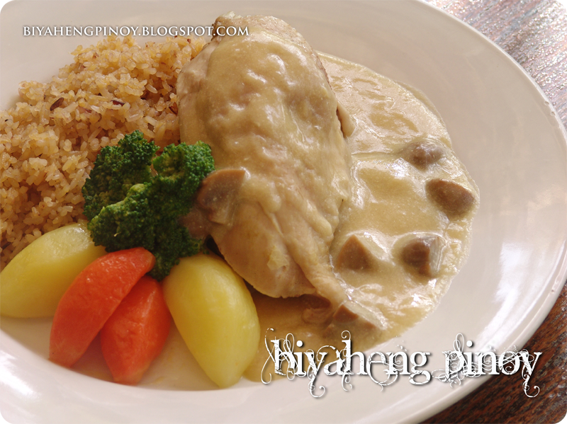 poached chicken with mushroom cream sauce and buttered vegetable very