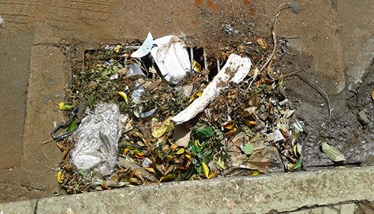 bueiro entupir lixo