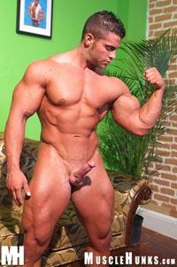uomini muscolosi gay annunci gay cagliari