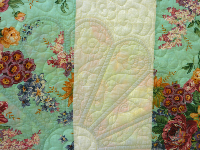 Busy Bee No 16 A Great Big Voluptuous Dresden Plate Quilt