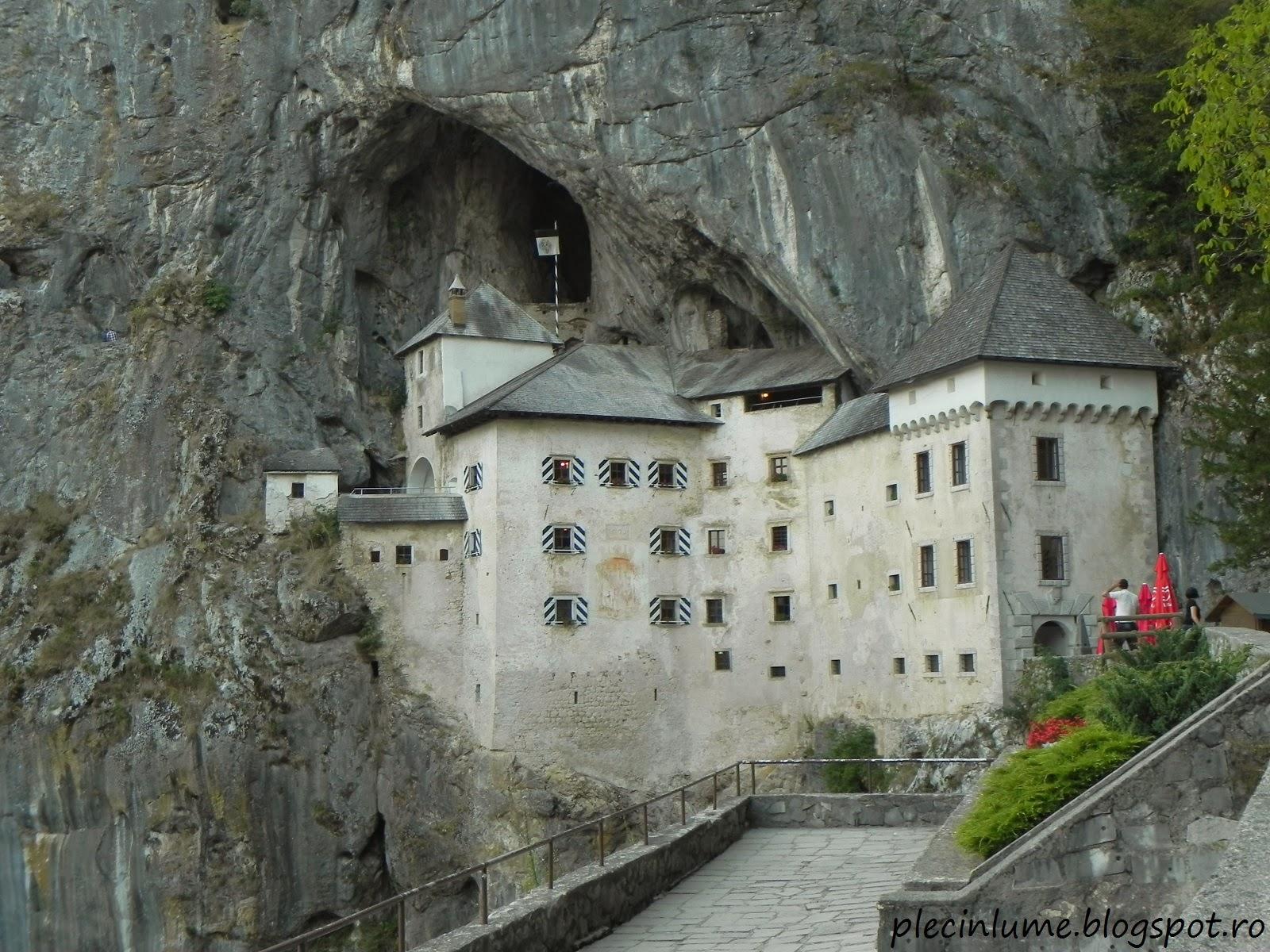 Castelul Predjama de pe terasa