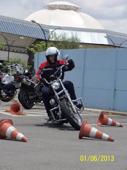 Sérgio, com sua 1º moto, uma 883 Low.