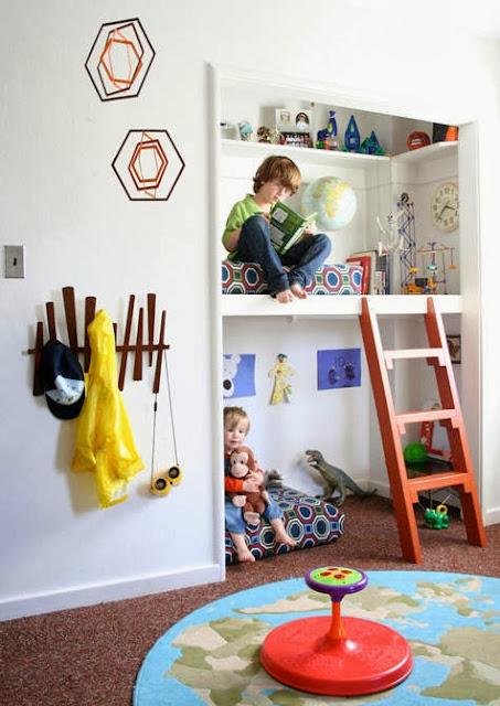 Habitacion blanca y colorida de niños