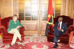 Angola - Alemanha: Merkel sugere venda de barcos patrulha à marinha angolana