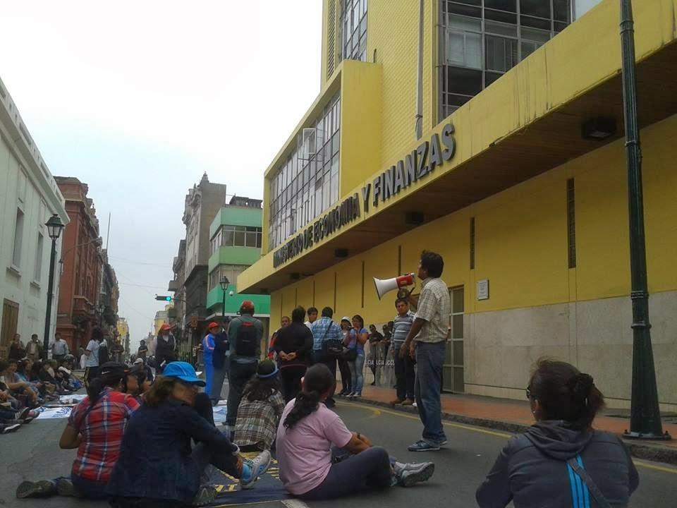 PROTESTA FRENTE AL MEF