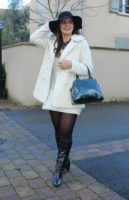 robe pull naf naf, manteau blanc, bottes andré, sac clarks, capeline noire headict