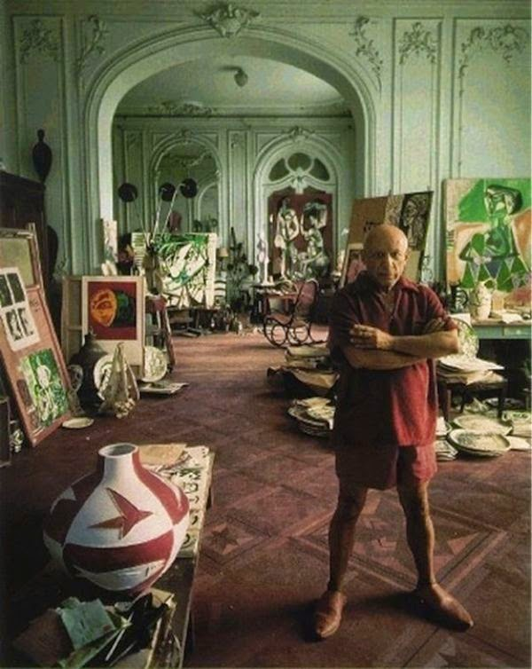Workspaces Of The Greatest Artists Of The World (38 Pictures) - Pablo Picasso in his studio