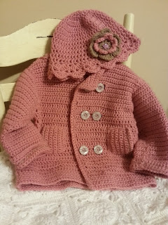 Płaszczyk z czapeczką dla małej damy