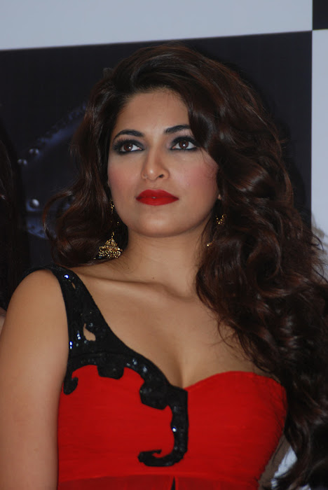 parvathy omanakuttan at matrix fashion latest photos