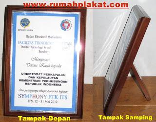 Desain Plakat Kayu, Pesan plakat kayu Murah, Toko Plakat Kayu Surabaya, 0812.3365.6355 (Simpati)