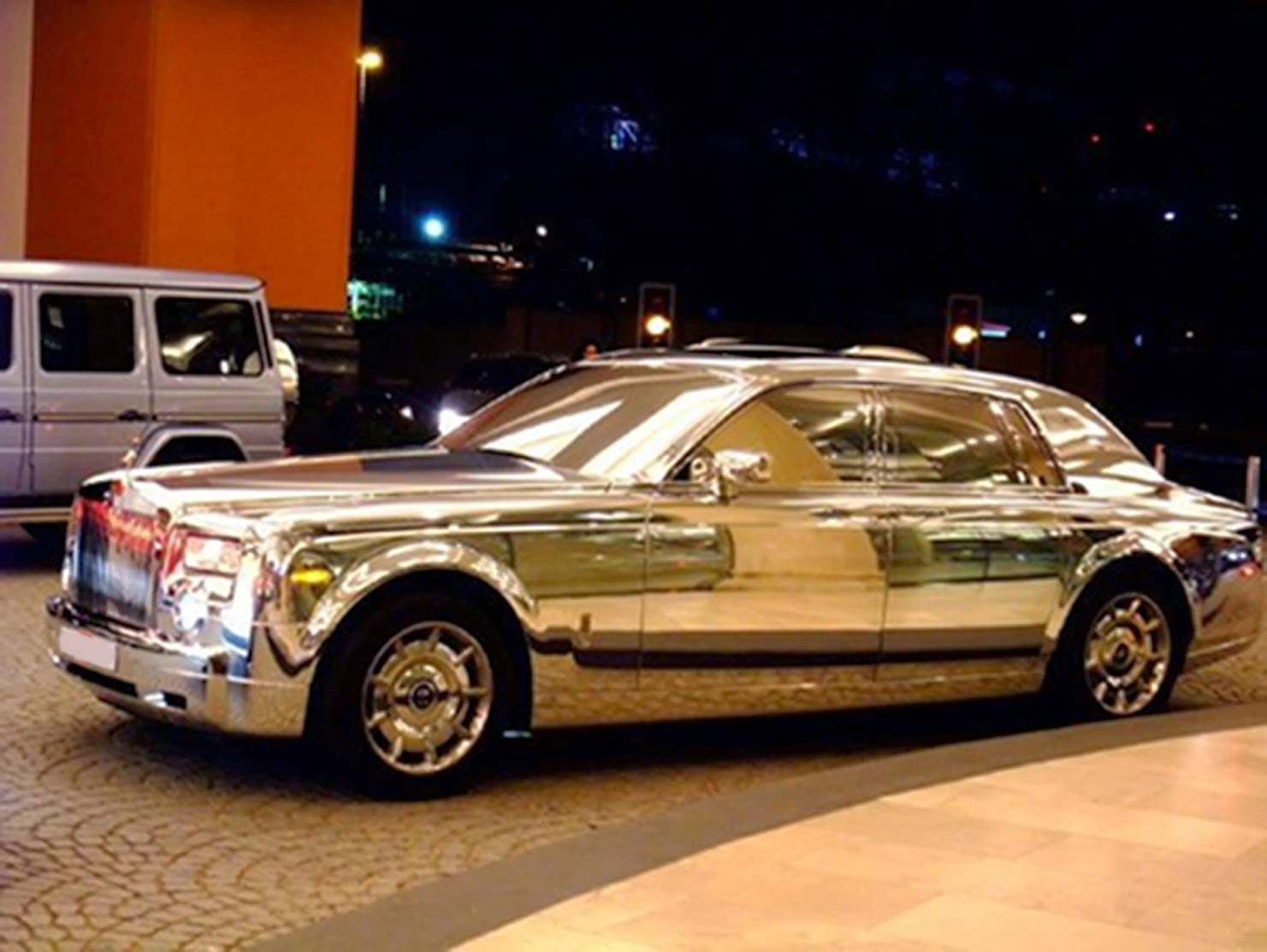 The Travel Missy Dubai Rolls Royce Made Of Silver
