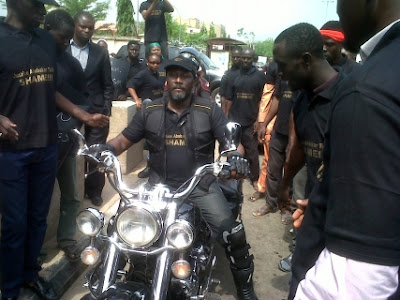 PHOTONEWS: Dino Melaye Lead Protesters To Lay Seige On Ministry Of Justice Over Pension Thief Sentence