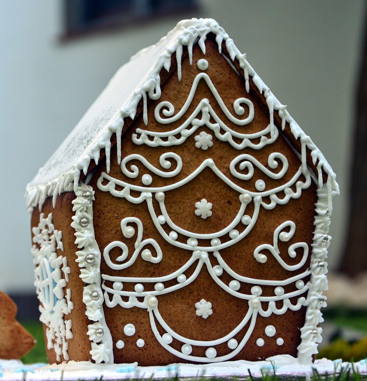 A punt de neu: Casa de jengibre navideña