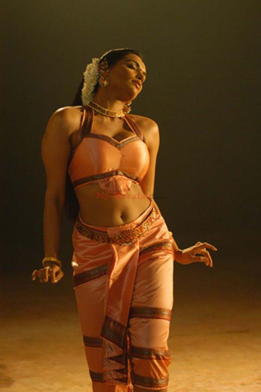 , Swetha Menon Hottest Pics