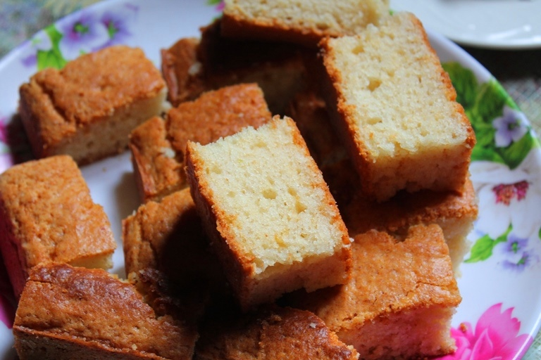 Eggless Vanilla Cake Recipe With Images : Eggless Vanilla Sponge Cake Recipe - Yummy Tummy