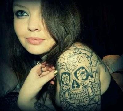 Ideias de tatuagens de caveira mexicana feminina