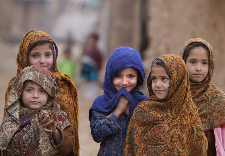 Amazing pictures of Afghan children inside Pakistani territory!
