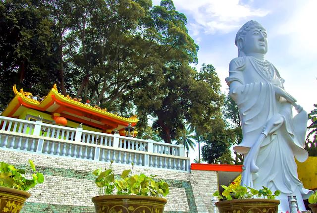 Tempat Wisata di Batam - Patung Dewi Kuan Im