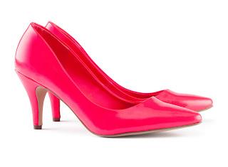 różowe buty H&M, kolorowe buty ślubne