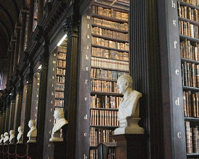 Perpustakaan Trinity College Library di Dublin, Irlandia