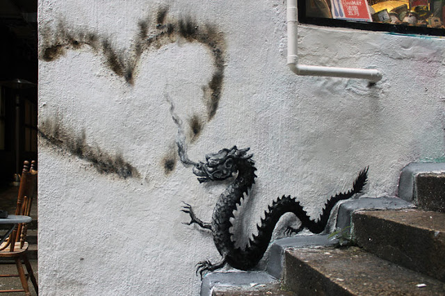 Before heading to Tokyo, Japan, Pejac spent a few days in Hong-Kong where he managed to drop this brilliant new piece.