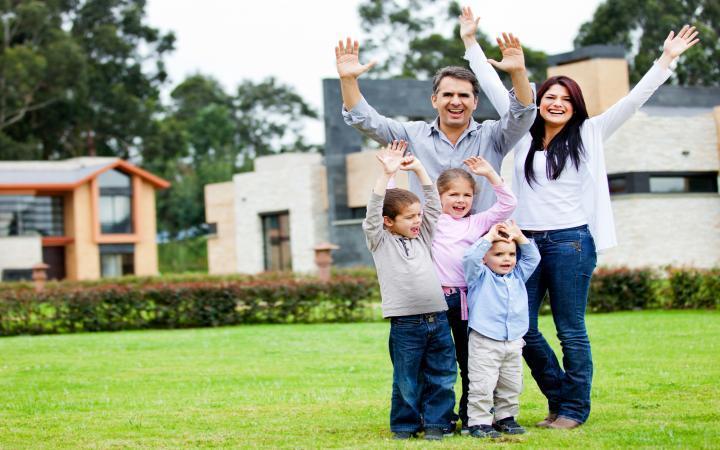 Por una familia feliz en el futuro una familia feliz y unida - Casas para familias numerosas ...