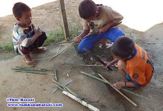 Membuat mainan tradisional dari bambu