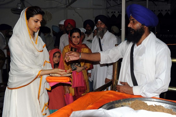 deepika at the golden temple actress pics