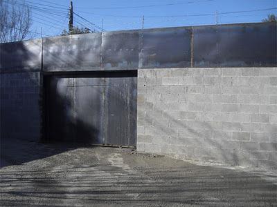 entrada bunker antizombi