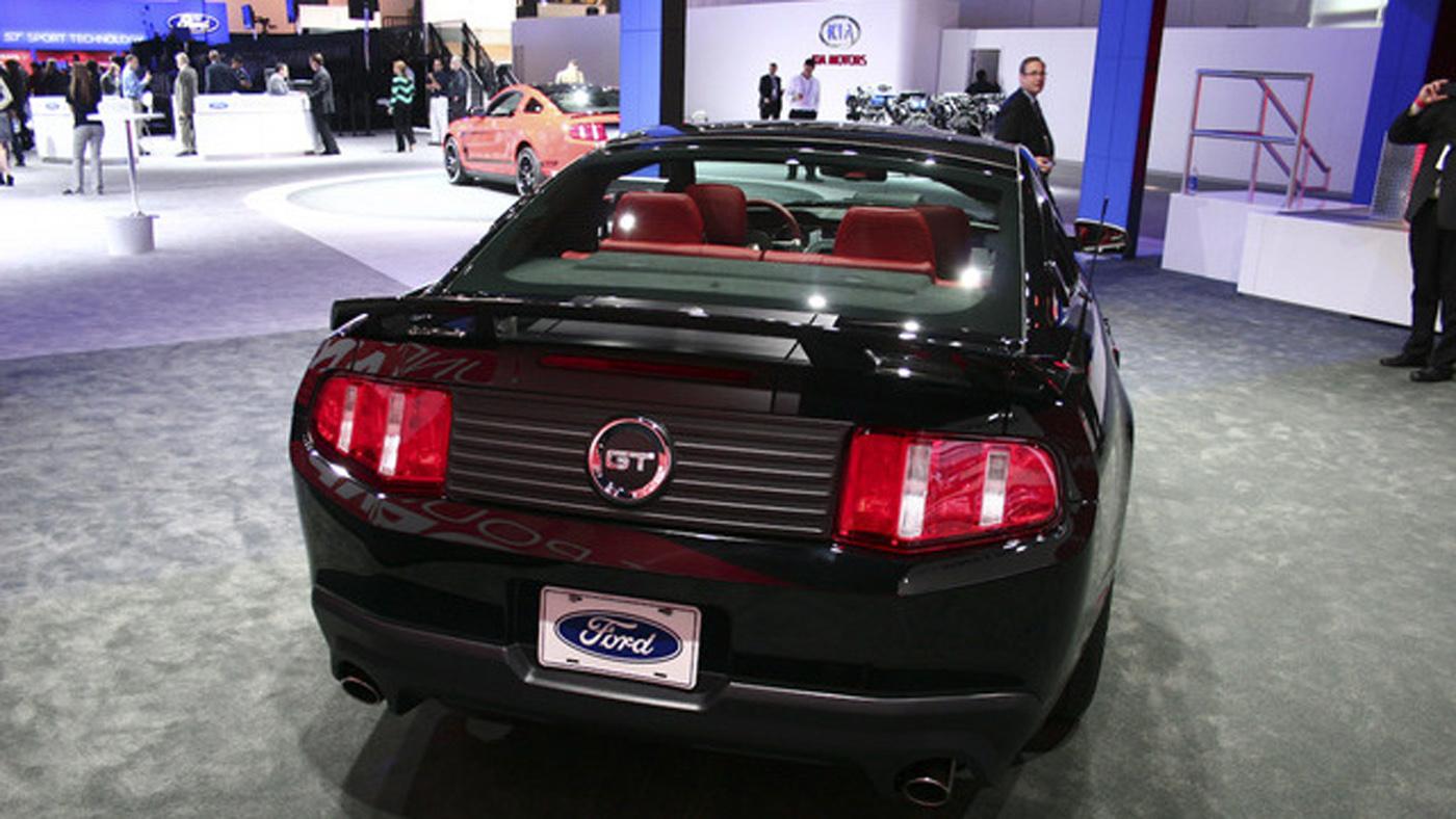 http://4.bp.blogspot.com/-_7ltx6qA7cc/TsiFGiyFDbI/AAAAAAAAAa0/PO8kBLAiA-k/s1600/2013-Ford-Mustang-Wallpaper-19.jpg