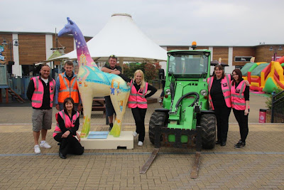 Stand Tall for Giraffes - Nextra-terrestrial arrives at Clacton Factory Outlet