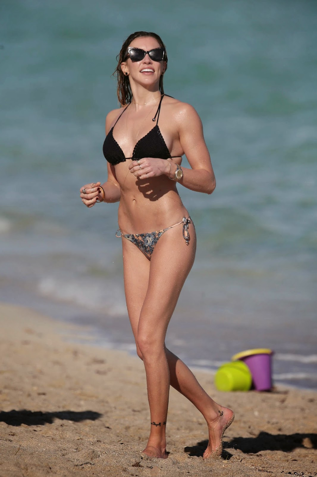 Katie Cassidy shows off lean self in a skimpy bikini in Miami