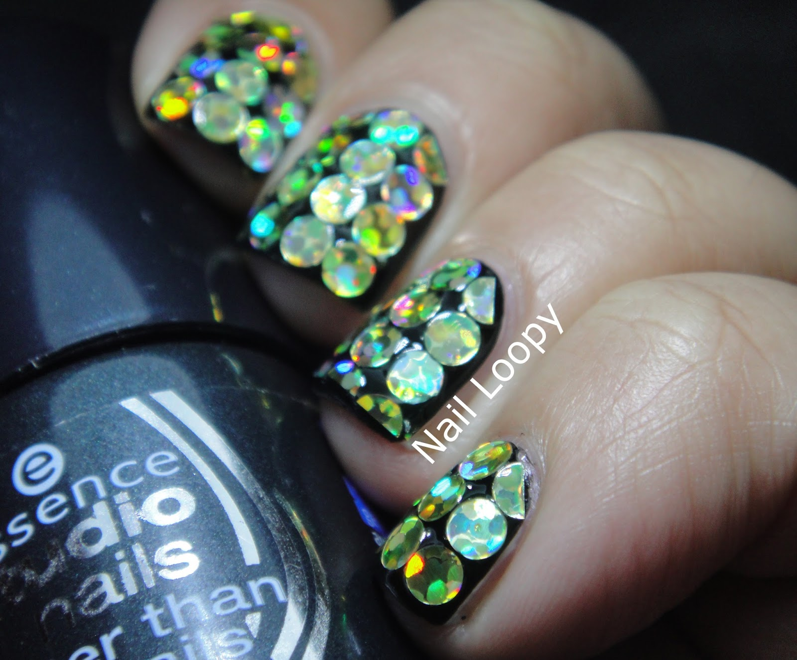 nail loopy: HOLOGRAPHIC GOLD DISC GLEQUINS FOR NEW YEARS !