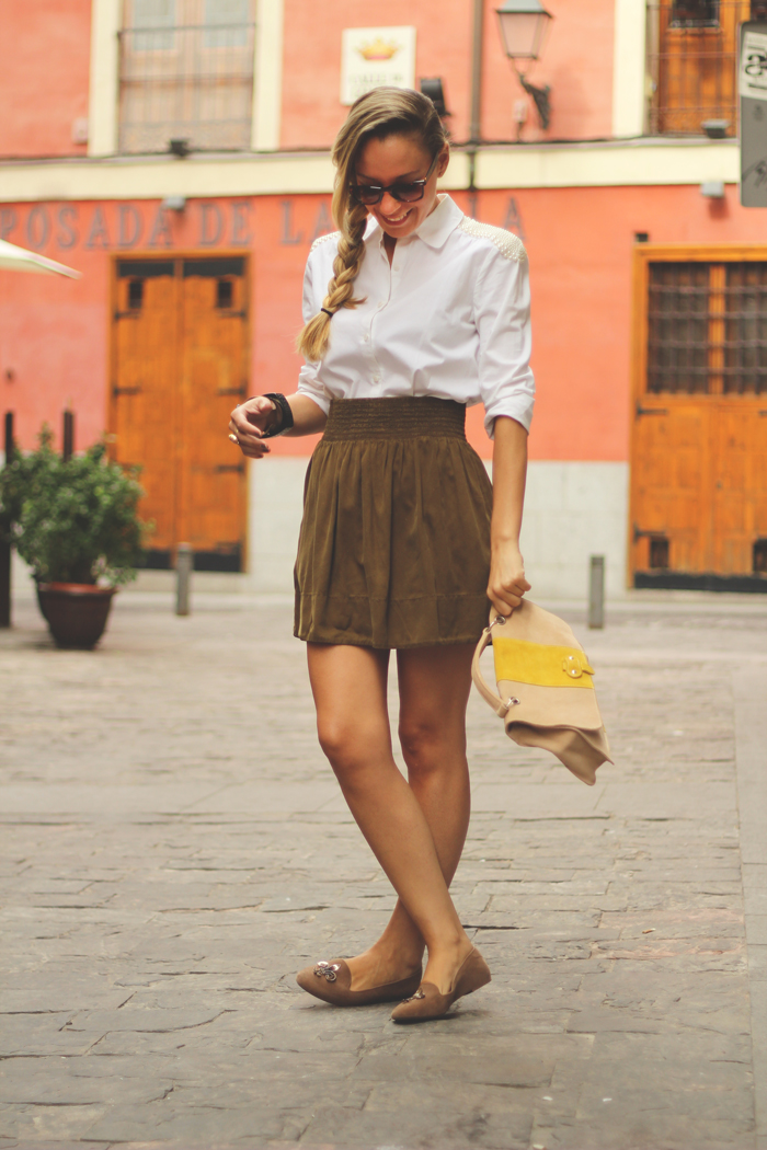 Street style, kakhi skirt, white shirt, my showroom, outfit, looks, autumn look,