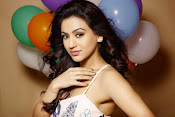 Actress Aksha glamorous photos-thumbnail-2
