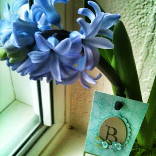 Beautiful Flowers with decorated tag - check this post to find out how to make your own paper flowers