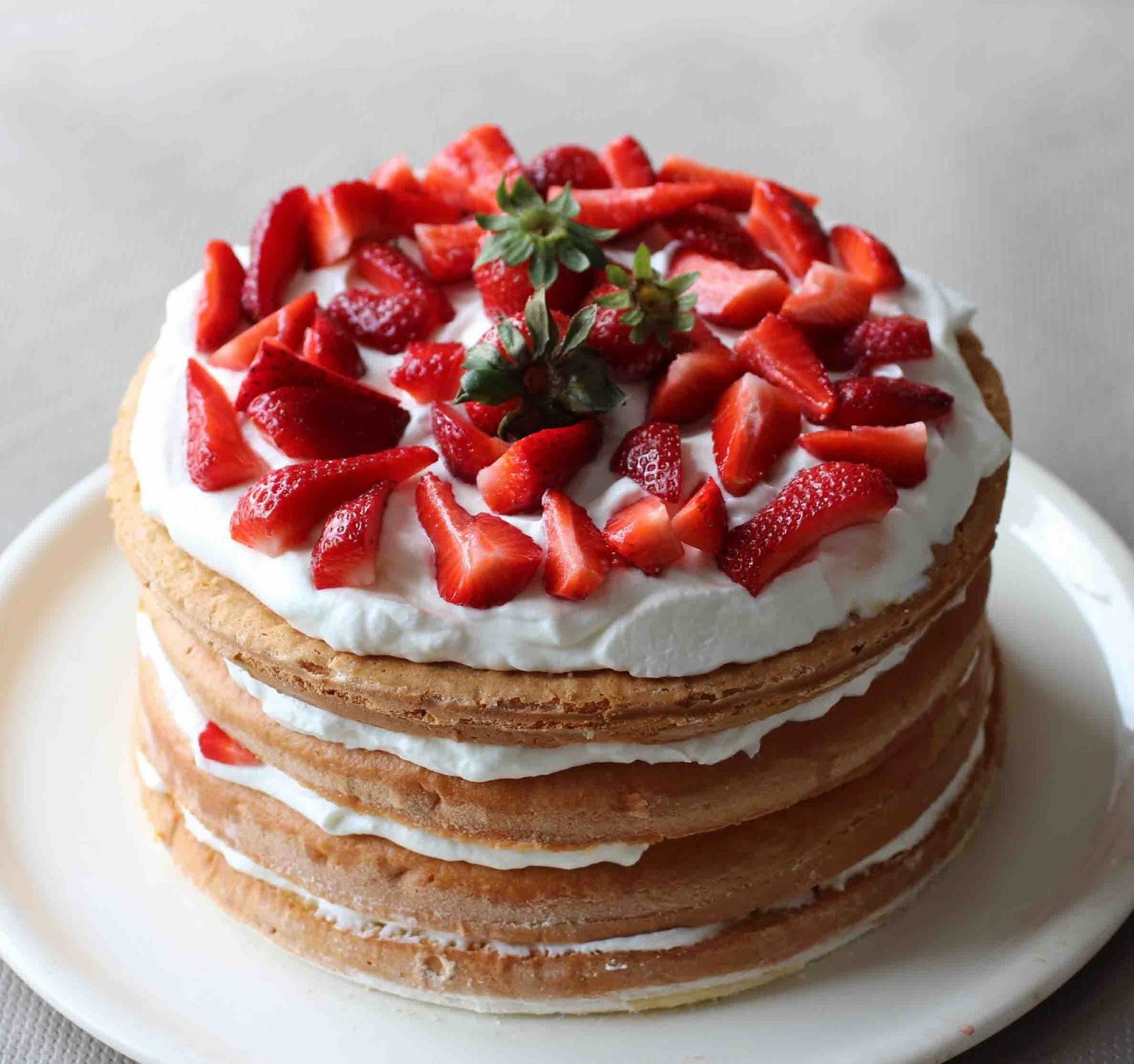 http://camilleenchocolat.blogspot.fr/2014/06/layer-cake-la-fraise.html